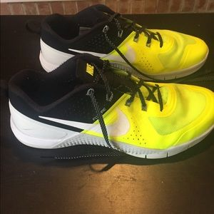 Nike Shoes - Nike volt Metcon Flywire shoes